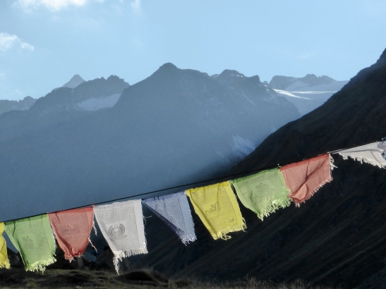 Evening and prayer flags from the hutte.